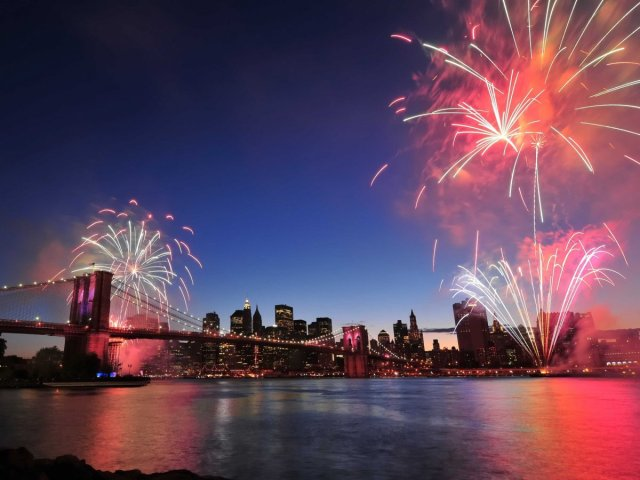 new-york-fireworks-east-river